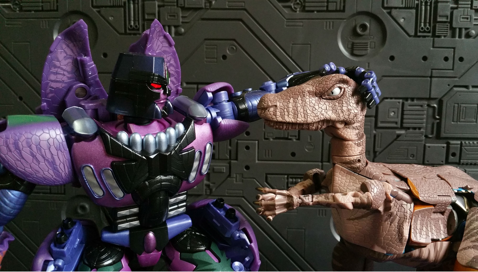 This image has an empty alt attribute; its file name is B-El-Doble-de-Dinobot.jpg