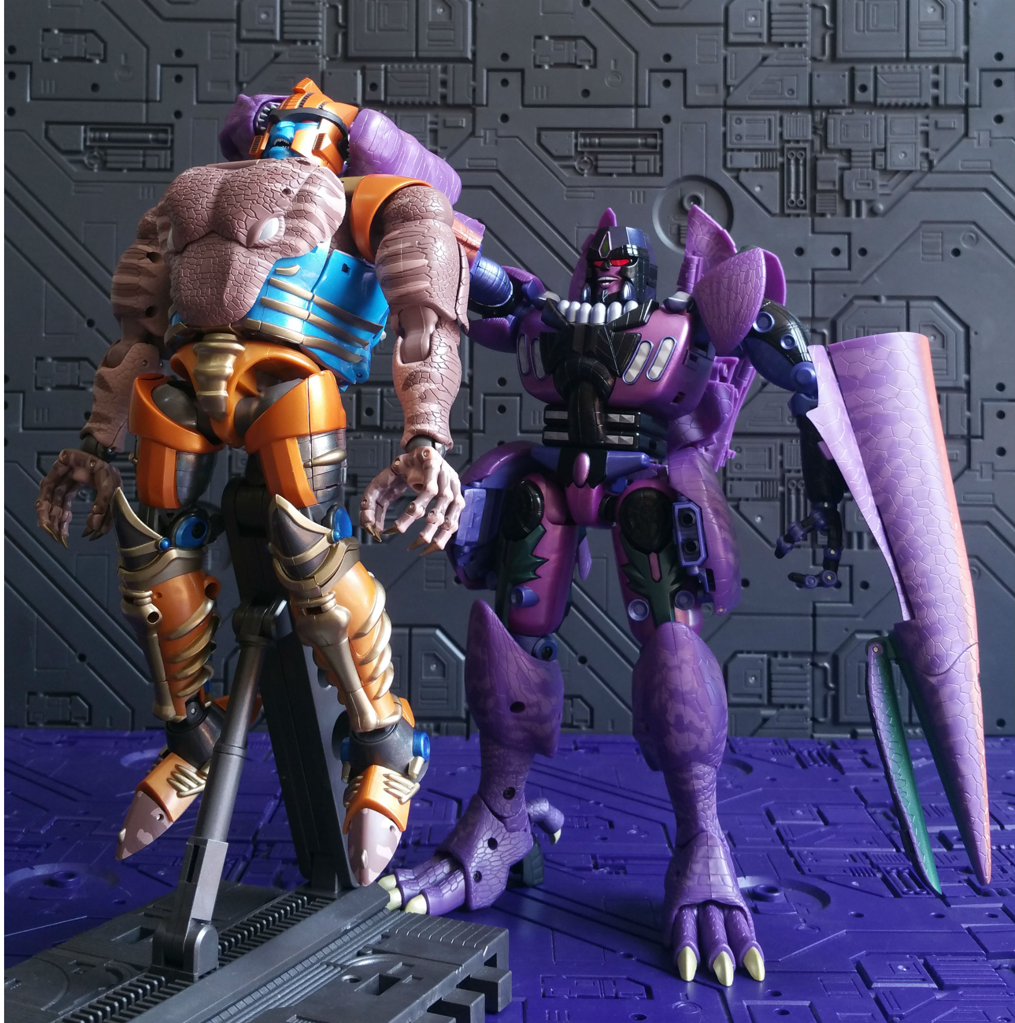 This image has an empty alt attribute; its file name is E-Dinobot-1.jpg