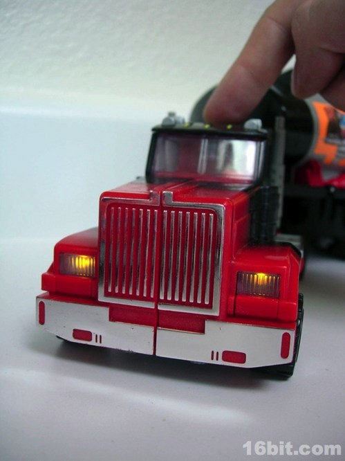 0219-g2-transformers-laser-optimus-prime10.jpg