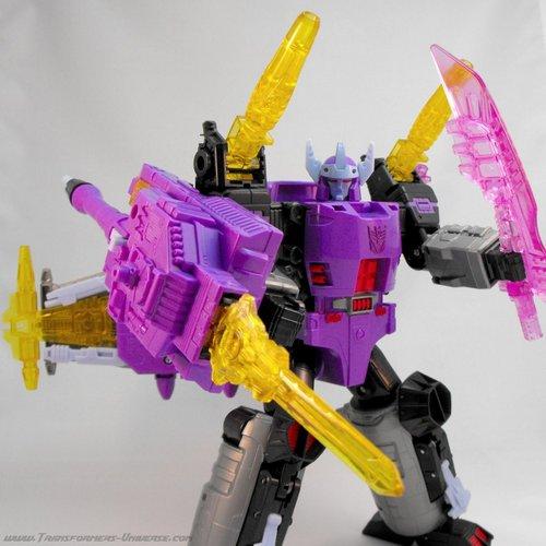 97705_Galvatron_Robot_TwoSwords.JPG