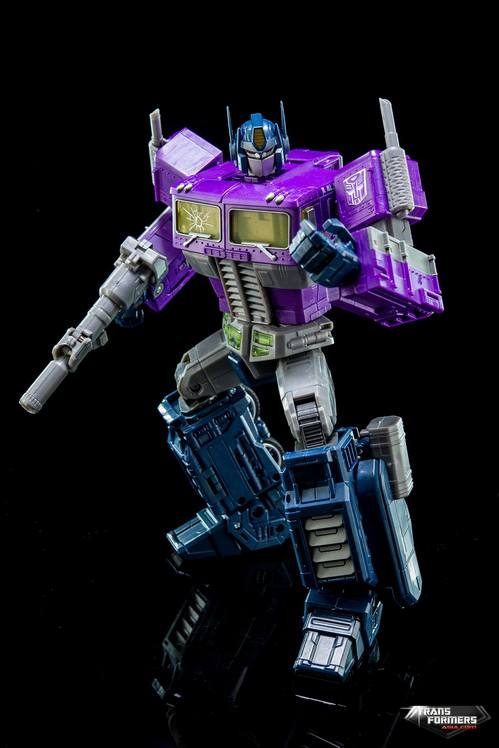 Masterpiece-Shattered-Glass-Optimus-Prime-11.jpg