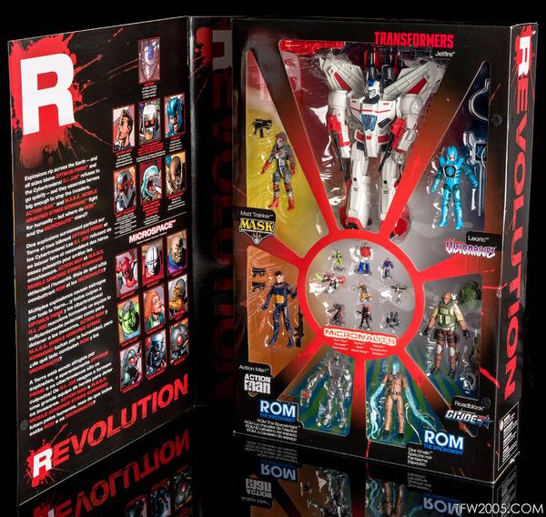 Revolutions-x-SDCC-Box-Set-03.jpg